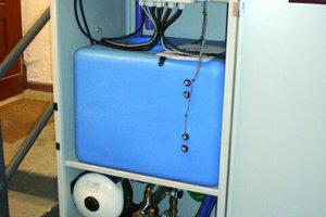 Regenwasserzentrale mit elektronischer Steuerung, integriertem Vorlagebehälter und Doppelpumpendruckerhöhung