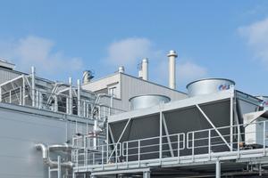 Hybride Trockenkühler ergänzen das Energiekonzept im BMW Group Werk Landshut.