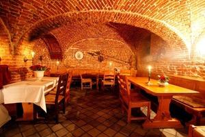 Im historischen Burggewölbe ist heute das Restaurant untergebracht<br />