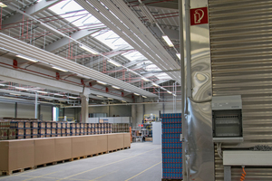 Rechts im Bild ist die bisherige Außenwand zu sehen, dahinter der Neubau.