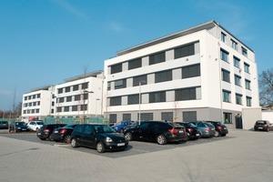 In den drei Gebäudekomplexen der Volksbank Mittelhessen wurden über 5000 m<sup>2</sup> Akustikdeckenflächen installiert<br />
