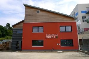 Ein vorbildliches Beispiel: das Technikhaus Energie+ der Radko-Stöckl-Schule in Melsungen. Innerhalb von drei Jahren wurde aus einem Betonbau ein energieeffizientes Gebäude auf dem Stand der Technik.<br />