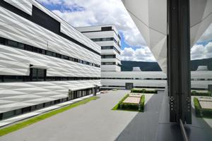 Homogene Außenfassade: Die Behänge passen sich nahtlos der Fassadenoptik an