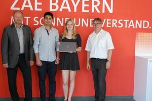 Übergabe der Notebooks mit (v.l.n.r.): Thomas Stenglein Fujitsu, Studenten und Dr. Hans-Peter Ebert, Bereichsleiter am ZAE Bayern in Würzburg