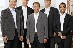 Das neue Führungsteam im Vertrieb Zehnder Design-Heizkörper (v.l.n.r.): Jürgen Fleck (Regionalverkaufslei-ter), Lothar Gildenast (Verkaufsleiter), Donat Feser (Geschäftsführer), Michael Tschirschwitz (Regionalverkaufsleiter) und Robert Stampfl (Regionalverkaufsleiter)