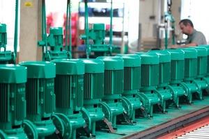 Die zum 16. Juni 2011 in Kraft tretende EU-Verordnung 640/2009 für Elektromotoren unter der Ökodesign-Richtlinie betrifft auch die in Trockenläuferpumpen für Heizung und Klima sowie für Wasserversorgung, Druckerhöhung und Abwasserentsorgung eingebauten Aggregate; vor diesem Hintergrund liefert Wilo SE seit dem 1. Januar 2011 nur noch Trockenläuferpumpen aus, die mit IE2-Motoren ausgestattet sind<br />