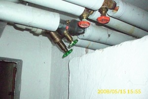 Fehlerhafte Absperrventile in einer Anschlussleitung Heizung in einem Wohngebäude<br />In die Anschlussleitung Heizung zu einem Steigestrang wurden einfache Absperrventile eingebaut, mit denen kein hydraulischer Abgleich möglich ist<br />