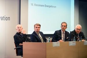 Podiumsteilnehmer des 16. Viessmann Energieforums (v.l.n.r.): Prof. Dr. Hans Joachim Schellnhuber, Thomas Bareiß, Stephan Kohler und Manfred Greis (Generalbevollmächtigter Viessmann Werke).<br />