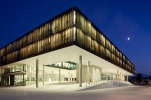 Der 2012 eröffnete Unipark Nonntal kombiniert moderne Architektur mit effizienter Gebäudetechnik. Statt herkömmlicher Jalousien sorgen beispielsweise Hunderte Metalllamellen für die gewünschten Lichtverhältnisse.