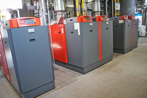 Drei Remeha-Gasbrennwertkessel sichern neben den BHKW den Wärme- und Warmwasserbedarf des Komplexes.