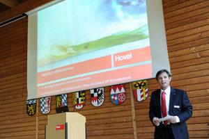 Christian Lorenz, Geschäftsführer Hoval GmbH Heiztechnik, begrüßte die Gäste zum Symposium