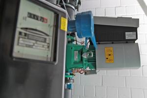 """<div class=""""grafikueberschrift"""">Zum Infokasten 1</div> Nach Austausch der ersten Pumpe erfasste man zunächst in einem Vergleichstest den Stromverbrauch der alten und der neuen Pumpe, bevor man auch das zweite Aggregat tauschte"""