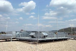 Bild 4: Isolierter Blitzschutz zum Schutz der Dachaufbauten<br />