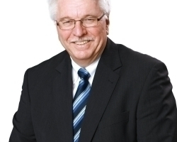 Bernd Weißenborn wurde nach 43 Jahren bei der Lamilux Heinrich Strunz GmbH in den wohlverdienten Ruhestand verabschiedet: