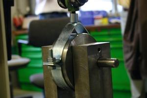 Bild <strong>1</strong>: Das klassische Befestigungselement zur Befestigung von Rohren ist in Deutschland die Rohrschelle<br />
