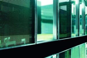 Bild <strong>2</strong>a: Röhrenkollektor als Fassadenelement