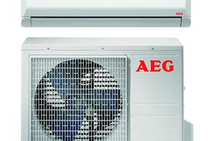 """Das Singlesplit-Raumklimagerät """"KWS 25i"""" von AEG Haustechnik, bestehend aus einer Innen- und einer Außeneinheit."""