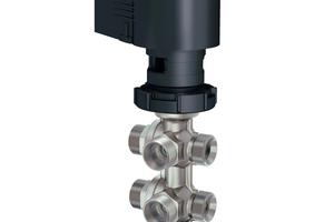 Der 6-Wege-Kugelhahn von Sauter eignet sich für die Regelung von Heiz-und Kühldecken sowie Fancoils in 4-Leiter-Systemen und ersetzt dort bis zu vier konventionelle Regelventile. Zudem benötigt er nur einen Stellantrieb.