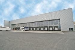 Die insgesamt 15 Rampen sind für Warenein- und -ausgang sowie für das Shuttle-System zur Anbindung an das Kaldewei Emaillierwerk