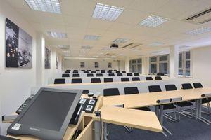 Mitsubishi Electric führt gemeinsam mit dem FGK eine Seminarreihe für Fachplaner zu Fragen der Gebäudeklimatisierung durch – hier das Trainingszentrum in Ratingen