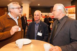 ... Fachgesprächen in den Vortragspausen.  (Foto: Stefan Sättele / Bauverlag BV GmbH)