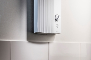 """Im Hauswirtschaftsraum der Kita übernimmt ein elektronischer Durchlauferhitzer """"DDLE Basis"""" die effiziente Warmwasserbereitung bis 60° C. Er nutzt das vorgewärmte Wasser aus der Trinkwasserstation und bringt es auf höhere Temperaturen."""