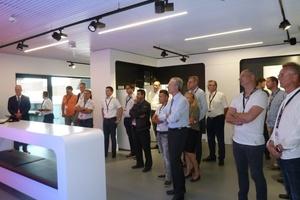 Die 45 Teilnehmer verfolgten interessiert den Ausführungen auf dem Energy Campus in Holzminden. (Foto: Bundesverband Flächenheizungen und Flächenkühlungen e. V., Hagen)