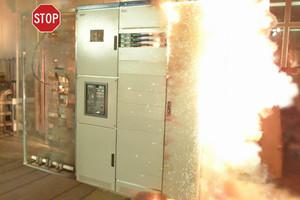 Überhitzung gehört zu den größten Sicherheitsrisiken von Schaltanlagen. Eine intelligente Temperaturüberwachung im Schaltschrank reduziert das Gefahrenpotential.