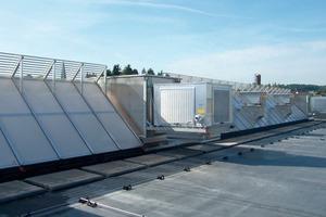 Bei der Gealan Formteile GmbH wurden vorbeugender Brandschutz und optimierte Tageslichtausnutzung.in das Klimakonzept integriert<br />