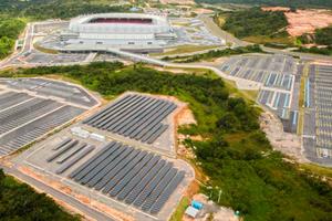 """Die Solarmodule versorgen die """"Arena Pernambuco"""" und setzen so ein Zeichen für Solarenergie."""