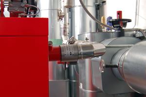 Die Abgasanlage des BHKW wurde mit einem Körperschallabsorber von Kutzner + Weber angebunden – die Abkoppelung beeinflusst die Geräuschentwicklung positiv.