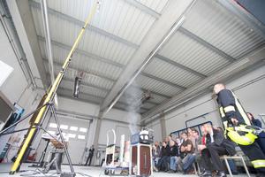 Wirksamkeitsnachweis eines Brandmelders auf 10 m Höhe mit Hilfe eines Aerosolgenerator.