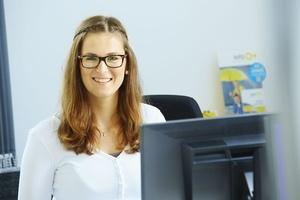 Katharina Posteher (M.A.) ist zentrale Ansprechpartnerin für das operative Tagesgeschäft in der Kommunikation und zunehmend für die Markenführung der Sita Bauelemente zuständig.
