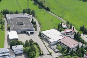 Die Metz Connect GmbH ist ein mittelständisches, inhabergeführtes Familienunternehmen im Südschwarzwald nahe der Schweizer Grenze, das 2016 sein 40-jähriges Bestehen feiert.