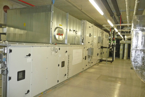 Die Lüftungsanlagen stehen in einem Technikgeschoss über den Reinräumen