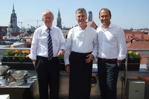 Drei Generationen Geschäftsführer der Daikin Airconditioning Germany GmbH (v.l.n.r.): Corporate Advisor Werner Rolles, Xavier Feys (bis 30. Juni 2011 Geschäftsführer) und neuer Geschäftsführer Gunther Gamst