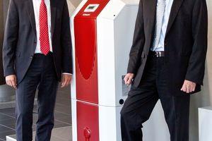 Jochen Engelke (links) ist neuer Geschäftsführer der Glen Dimplex Deutschland GmbH; zusammen mit Klaus Jürgen Nickolaus (rechts) bildet er die Geschäftsleitung  (Foto: Glen Dimplex Deutschland GmbH, Kulmbach)