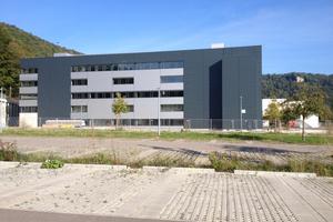Der Neubau wurde in Blaubeuren errichtet und dient der Erweiterung einer Pharmaproduktion<br />