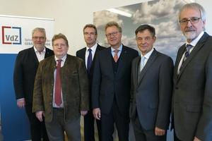 Der neue VDZ-Vorstand mit (v.l.n.r.): Friedrich Budde (ZVSHK), Guido Eichel (AdK), Karlheinz Reitze (ZVEI), Dr. Michael Pietsch (DG Haustechnik), Dr. Markus Beukenberg (VDMA Pumpen + Systeme) und Heinz-Eckard Beele (VDMA Armaturen)