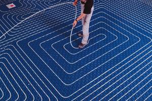 Verlegung einer Fußbodenheizung in der Praxis