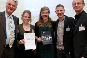 """Siegerteam der RWHT Aachen beim VDI-Entwurfswettbewerb """"Nachhaltiges Holzhotel"""" in Berlin 2014 (Foto: Jens Schicke)"""