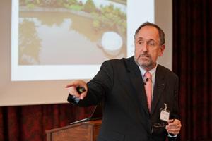 Prof. Franz-Peter Schmickler beleuchtete zahlreiche Aspekte der Trinkwasserhygiene