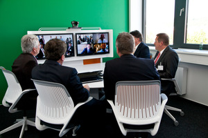 """Der E-Learning Raum oder """"Green Room"""", der in den irischen Landesfarben gestaltet ist, wird für Online-Schulungen und internationale Videokonferenzen genutzt"""