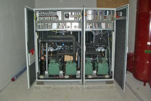 Elektrische Wärmepumpe 170 kW, 4-stufig, Fabrikat Simaka, den Betriebsstrom dazu liefert das mit Gas betriebene BHKW