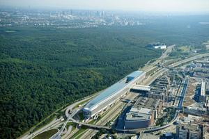 """Heizen und Kühlen stellen in dem 660 m langen und 45 m hohen Großgebäude """"The Squaire"""" hohe Anforderungen an die Anlagenhydraulik<br /><br />"""