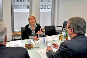 Das erste Treffen zwischen Sylvia Jörrißen MdB und Bernd Pieper von der Alfred Pieper GmbH sowie Martin Everding (Geschäftsführer ITGA NRW e.V.) in Berlin diente dem Erfahrungsaustausch über energie- und branchenpolitische Fragen.
