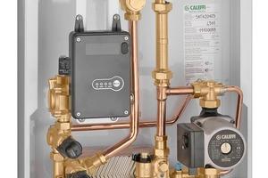 """Die """"SATK20""""-Wärmeübergabestationen (Aufputz-Variante) von Caleffi verfügen über einen Plattenwärmetauscher mit optionaler Vorheizfunktion für die Trinkwassererwärmung. Sie gibt es in drei Versionen für Niedrig-, Mittel- und Hochtemperaturanlagen. Bei der Niedrig-Temperatur-Version für Fußbodenheizkreisläufe beträgt der Heizbereich 45/25°C, optional besteht die Möglichkeit der Sollwertregelung oder der modulierenden Temperaturregelung."""
