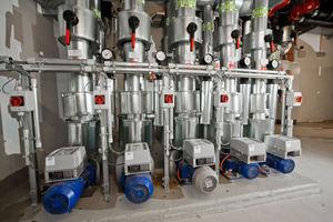 """Drehzahlgeregelte """"Etanorm""""-Pumpen versorgen vorlaufseitig einen Kälte-Hauptverteiler<br />"""