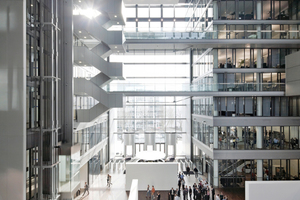 """Beim Betrieb der Konzernzentrale, dem 90 m hohe Komplex """"The Cube"""", wird Wert auf Energieeffizienz und Nachhaltigkeit gelegt."""
