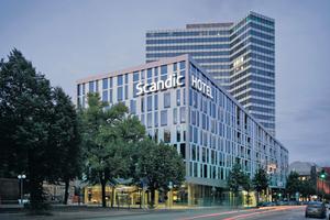 """In bester Lage: Das 4-Sterne-Hotel """"Scandic Hamburg Emporio"""" liegt nur wenige Gehminuten von Innenstadt und Messe entfernt"""